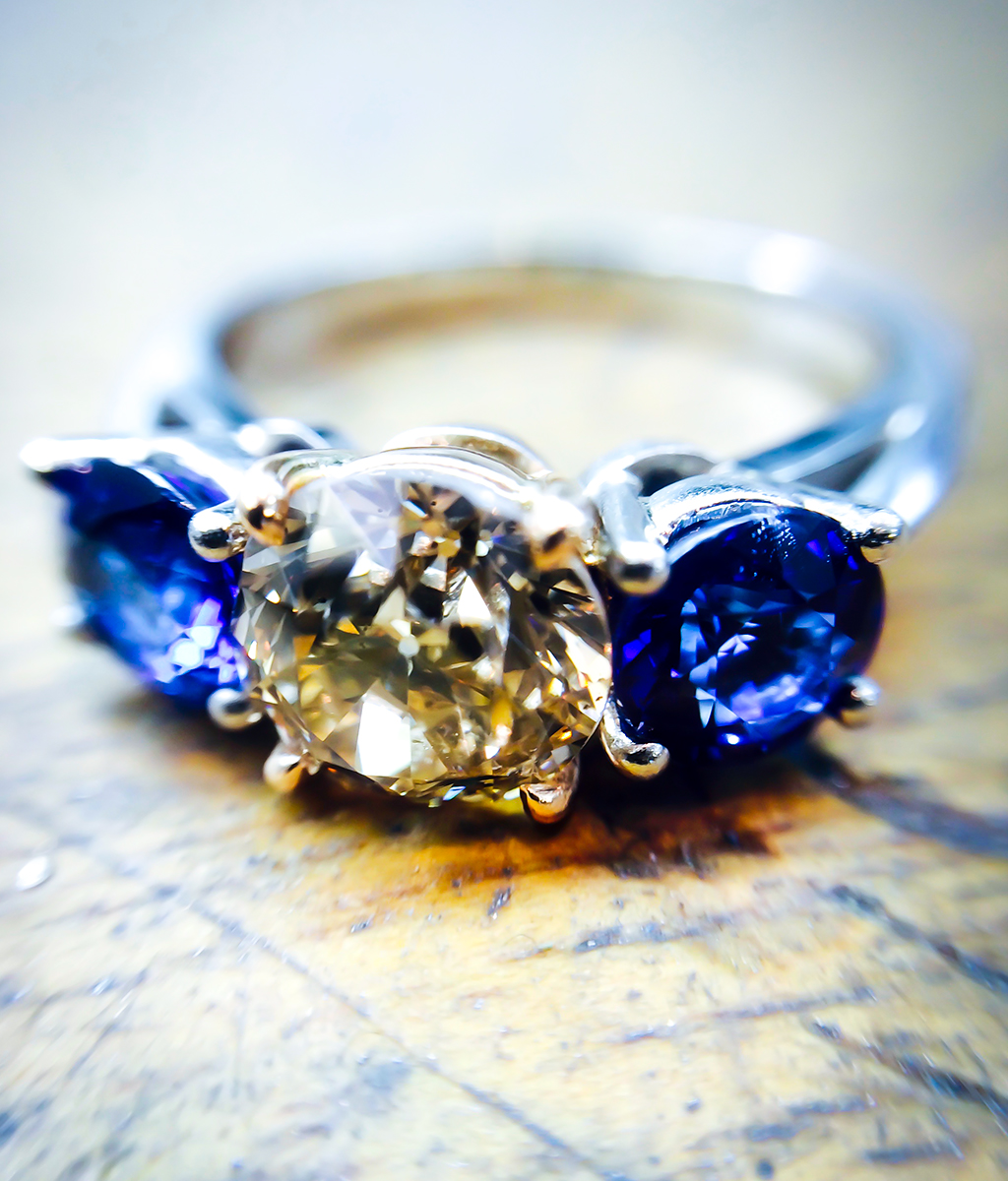 diamond and sapphire cocktail ring