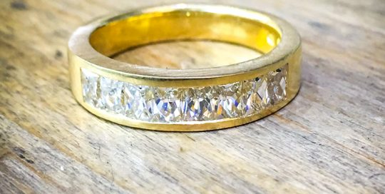 18ct yellow gold ring