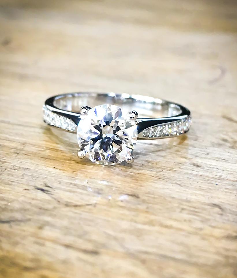 Diamond & Platinum 4 claw solitaire engagement ring
